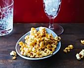 Rum and caramel popcorn