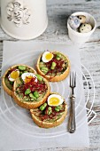 Spicy tartlets with fava beans and quail's eggs