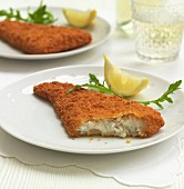 Breaded cod fillets with lemon and rocket