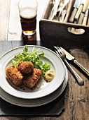 Croquettes with lettuce, mustard and beer