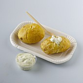 Baked potatoes with a quark dip to takeaway