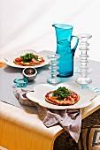 Pita-Pizza mit Mozzarella Schinken und Rucola