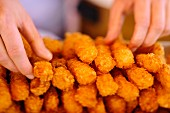 Deep-fried prawns for Florida rolls
