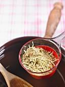 Suppe mit Nudeln und Rindfleisch als getrocknetes Fertiggericht