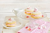 Whoopie pies with raspberry cream
