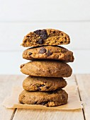 Whole grain vegan spelt pumpkin cookies with chocolate chips