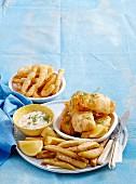Backfisch und Calamari mit Pommes