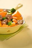 Sautiertes Sirloin-Steak mit Karotten, Brokkoli & Kürbis