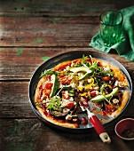 Gemüsepizza mit Avocado
