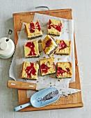 Käsekuchen mit Mohn und Marmelade