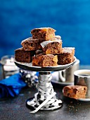 Brownies with apricots on a cake stand (Christmas)