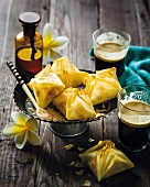 Filo pastry parcels with vanilla custard cream and cardamom (Madagascar)