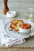 Crab pie topped with cheese serve with grilled bread