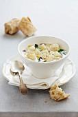 Fisch-Speck-Suppe mit Kartoffeln und Spinat