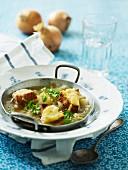 Zwiebelsuppe mit gegrilltem Käsebrot
