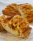 Apple strudel with honey