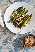 Grilled asparagus with flaked almonds