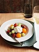 Tomaten-Gurken-Salat mit Tofucreme und Shiso