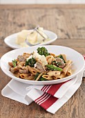Wholemeal penne with broccoli and beef