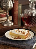 Meringue cheesecake with nuts