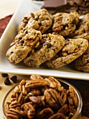Chocolate chip pecan nut cookies (close-up)