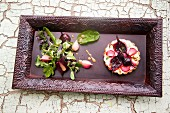 Beetroot and onion tartlet with salad