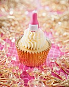 A pink champagne bottle cupcake