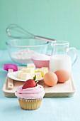 Erdbeer-Cupcake mit Backzutaten