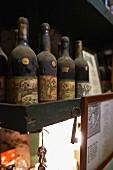 Alte Weinflaschen des Baga-Weins