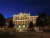 Das Palais Coburg in Wien bei Nacht, Österreich
