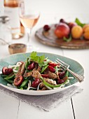 Schweinegeschnetzeltes mit Kirschen, Gemüse und Nudeln