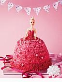Pinkfarbener Barbie-Kuchen zum Kindergeburtstag