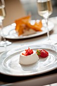 Panna cotta con le fragole (panna cotta with strawberries, Italy)