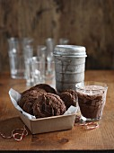 Brownie cookies and cocoa