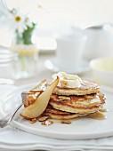 Pancake mit eingelegten Birnen