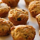 Raisin muffins (close-up)