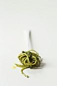 Spaghetti mit frischem Basilikumpesto