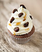 A rum and raisin cupcake