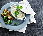 Herring with apple in a creamy sauce served with fried potatoes and broccoli