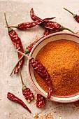 Cayennepfeffer und getrocknete Chilischoten