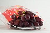 Rote Weintrauben im Zip-Beutel