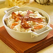 Shrimps and grits with bacon (USA)