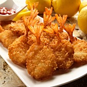Breaded fried prawns with lemons