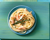 Spaghetti with samphire and prawns