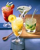 Vier Cocktails: Rote Zora, Melosa, Yellow Mellow, Mojito