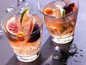 A fruity Christmas cocktail with figs and physalis