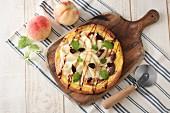 Pizza mit Pfirsichen & Feigen
