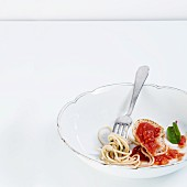 Spaghetti with tomato ragout and baguette