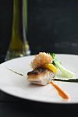 Seebarschfilet mit Garnele und zwei Saucen