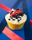 Rennwagen-Cupcake mit Zielflagge